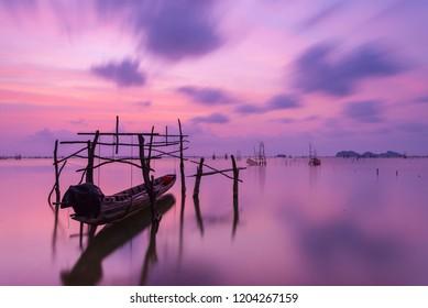 boat sunset on lake