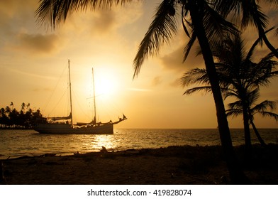Boat and Sunset, Panama