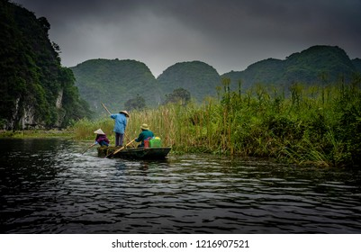 Boat tours at Tom Coc, Vietnam