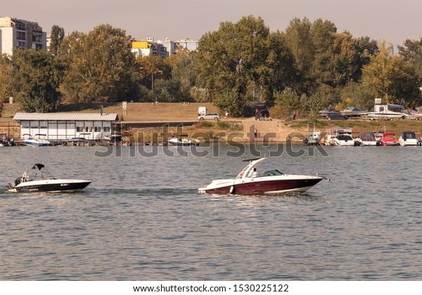 boat-trips-along-sava-river-600w-1530225