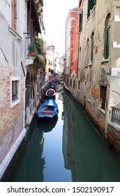 boat of Venezia, backstreet of Venezia