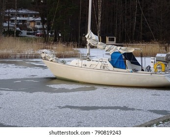 Boats forgotten in ice