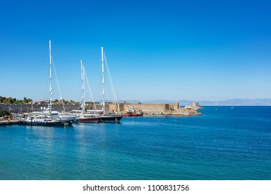 Boats in front of city walls in City of Rhodes (Rhodes, Greece)