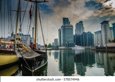 Boats and high rise buildings at the Docklands, Canary Wharf, London