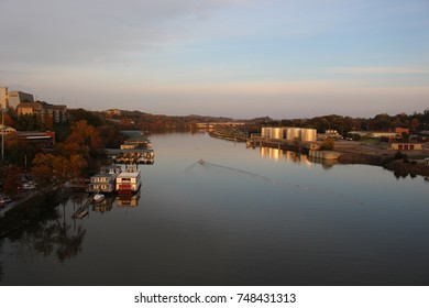 Boats on the Tennessee River banks over the wide river
