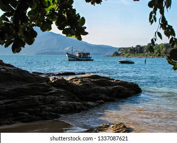 Boats, rocks and sea. Praia do Curral - Ilhabela - SP