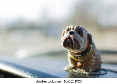 Bobble head dog