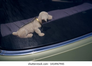 bobblehead dachshund, in german wackeldackel, on the parcel shelf in the car, a popular accessory in the 1970s, copy space