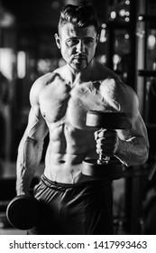 Bodibuilder- hard body training in spost hall