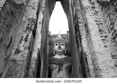 the body to head part of the big buddha image at Wat Sri Chum in Sukhothai as black and white picture