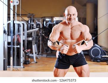 Bodybuilder training chest on simulator