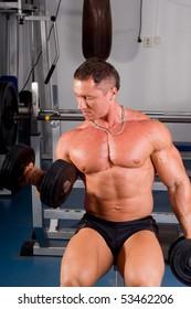 bodybuilder training his bicep in gym