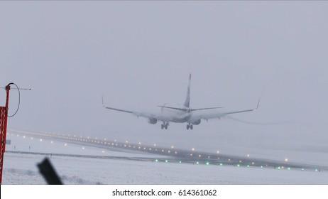 Boeing 737 Landing during snow storm, Stockholm Arlanda Airport 2017-02