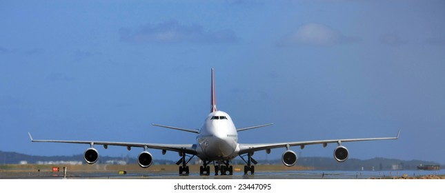 Boeing 747 jumbo jet front view