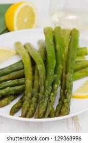 boiled asparagus with lemon