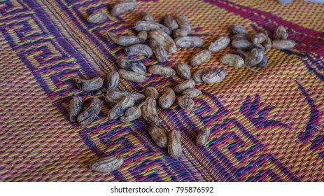 Boiled beans are placed on a mat