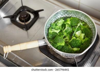 Boiled broccoli on the pan