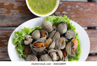 Boiled cockles with tasty sauce