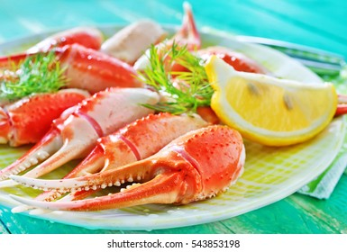 boiled crab claws with lemon on the plate