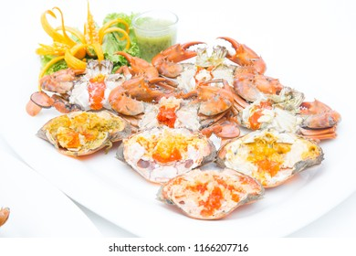 Boiled crab fresh and hot - delicious appetizer Steamed crabs and crab's spawn with seafood spicy sauce Thai seafood, steamed crab showing the delicious crab's eggs inside its shell