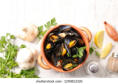 boiled mussel and parsley