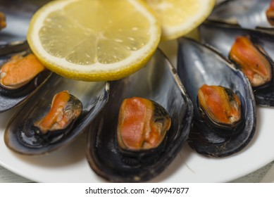 Boiled mussels with lemon juice in