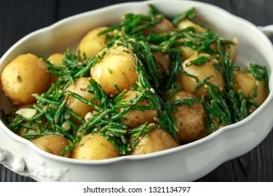 Boiled new potato with fresh samphire and garlic