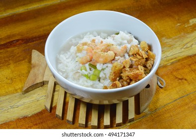 boiled rice with minced pork and dried shrimp topping fried garlic on bowl