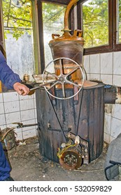 The boiler for the production of home-made brandy