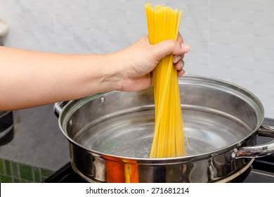 Boiling spaghetti in hot water
