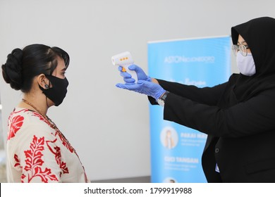 Bojonegoro, Indonesia, August , 19, 2020.  simulated the application of health protocols at an event in the midst of the Covid-19 pandemic in a hotel with attention to health regulations.