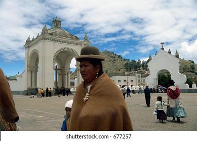Bolivia: 2 de Febnero 2005, Copacabana. / Woman in Copacabana church.  Fiesta de la Virgen de la Candelaria, February 2nd 2005, Copacabana(SLIDE)