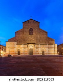 Bologna, Emilia-Romagna, Italy: famous Basilica of San Petronio at twilight