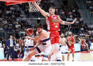 Bologna, Italy, October 27 2019 justin johnson (oriora pistoia) (des.) at bounce thwarted from  matteo fantinelli (fortitudo pompea bologna) during Fortitudo Bologna vs OriOra Pistoia Italian Basketb