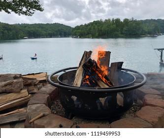 Bon fire pit burning logs by the lake
