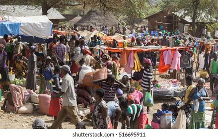 BONATA VILLAGE, OMO VALLEY. ETHIOPIA - JANUARY 2, 2014: Unidentified people from Ari tribe at local village market.