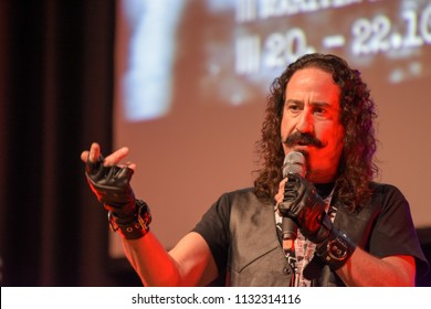 Bonn, Germany. 20th Oct 2017. Ari Lehman (* 1965), US actor - first Jason Voorhees in Friday the 13th - talking about his experiences during a panel at Fear Con, a horror fan conventionnd, 2017.