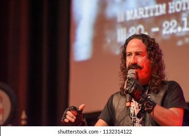 Bonn, Germany. 20th Oct 2017. Ari Lehman (* 1965), US actor - first Jason Voorhees in Friday the 13th - talking about his experiences during a panel at Fear Con, a horror fan convention