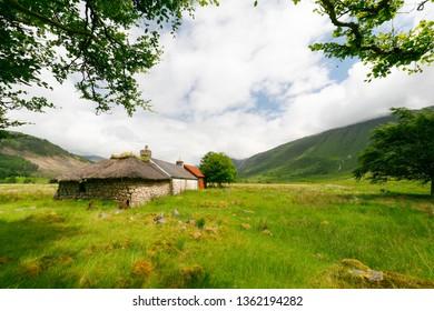 boothie hut in scotish highlands