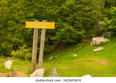 Borce/France; 06/15/2016. Sign in  Pyrenees National Park. Parc National des Pyrénées/ National Park of the Pyrenees. No se admiten perros y motocicletas/ Dogs and motorcycles are not allowed.
