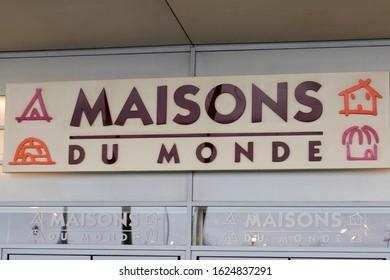 Bordeaux , Aquitaine / France - 01 15 2020 : maisons du monde logo sign on store furniture shop french decoration chain