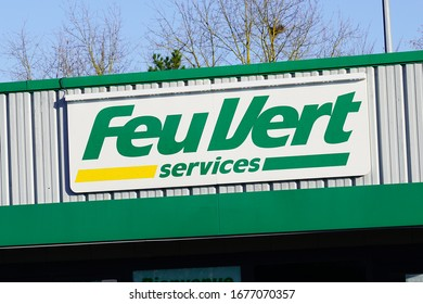 Bordeaux , Aquitaine / France - 03 15 2020 : feu vert services green logo sign french store Automotive Repair and Spare Parts shop