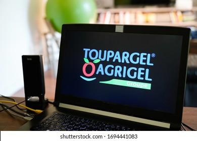 Bordeaux , Aquitaine / France - 03 03 2020 : toupargel agrigel application tablet screen sign logo food frozen product