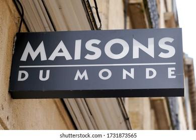 Bordeaux , Aquitaine / France - 05 12 2020 : maisons du monde logo sign on store shop french decoration brand chain