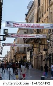 Bordeaux, France - 05/22/2020 : Rues et bord de fleuve de Bordeaux en plein déconfinement. Obligation de portée le masques sur St-Catherine, panneaux préventif, régulation dans les magasins.