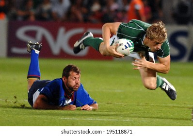 BORDEAUX, FRANCE-SEPTEMBER 09, 2007: irish palyer Andrew Trimble , runs with the ball, during the match Ireland vs Namibia, of the Rugby World Cup, France 2007, in Bordeaux.