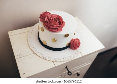 Bordeaux roses vintage cake
