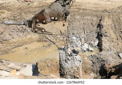 bore pile cut off machine breaking pile by breaker machine