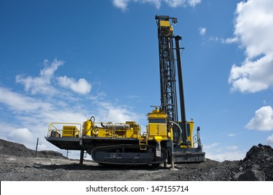 the boring machine, mining to dig, drill, the drill