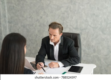 Boss complain to businesswoman employee for mistake on her job,  team leader dissatisfie with report